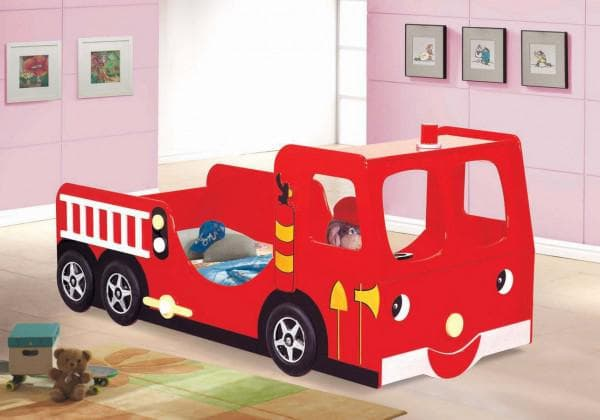кровать в виде пожарной машинки для ребенка