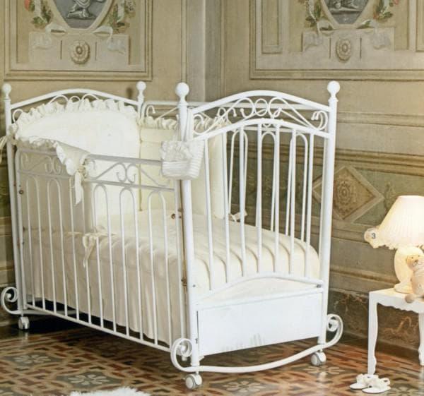 белая кроватка для новорожденного