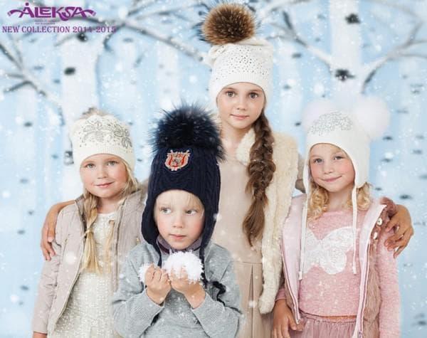 Зимние шапки с помпонами новая коллекция