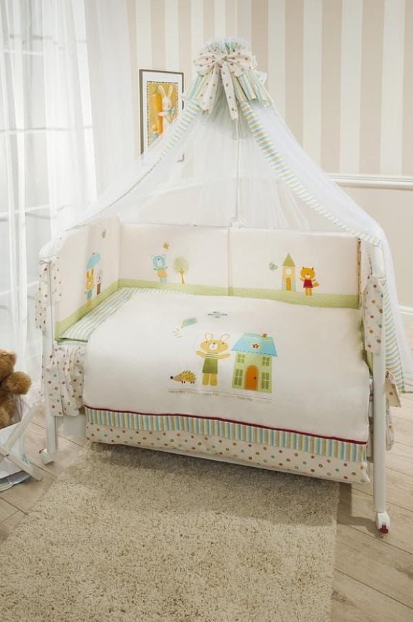 Постельное белье и балдахин в кроватку малыша