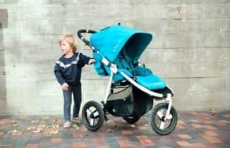 Стильная трехколесная коляска