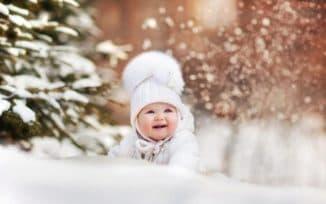 Красивые шапки на зиму с помпонами
