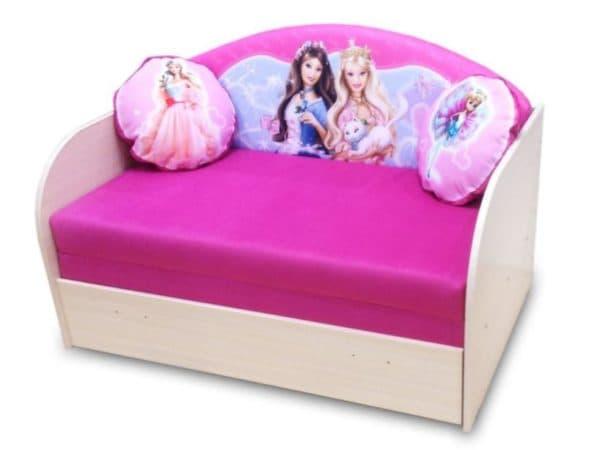 Розовый диван кровать в детскую