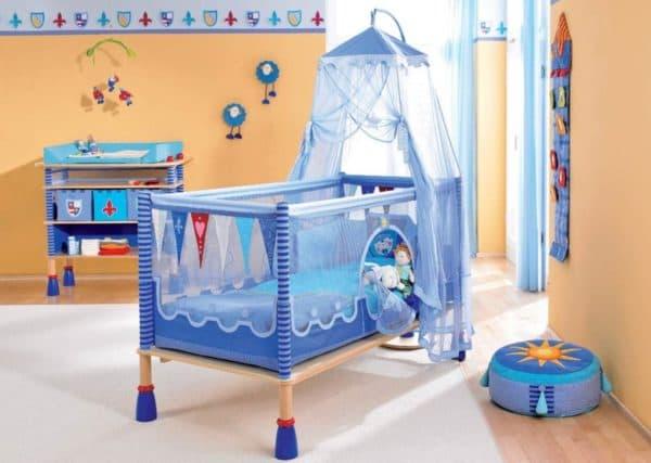 Современная кроватка для новорожденного