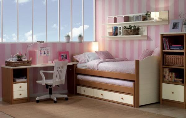 Выкатная кровать для маленькой детской