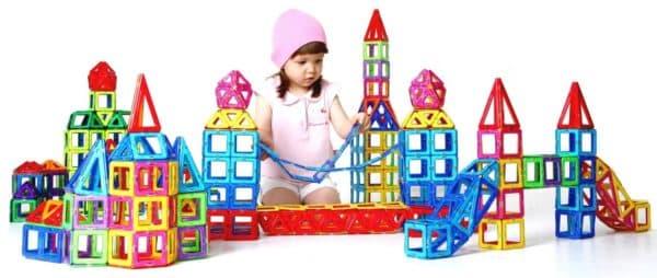 Интересный магнитный конструктор для девочек