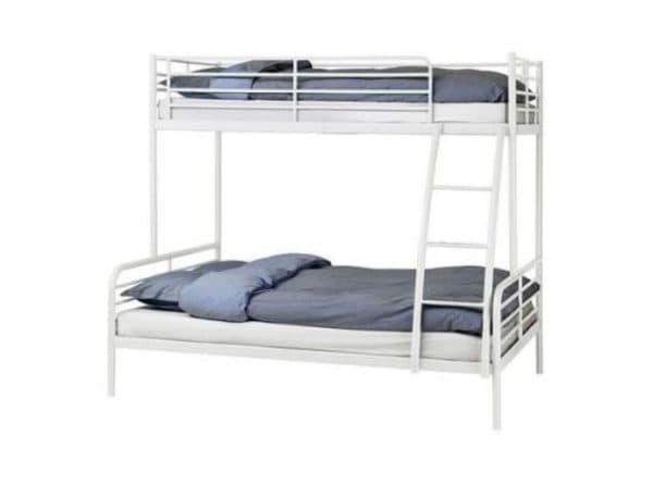 Белая металлическая кровать ИКЕА