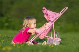 Игрушечная коляска для ребенка