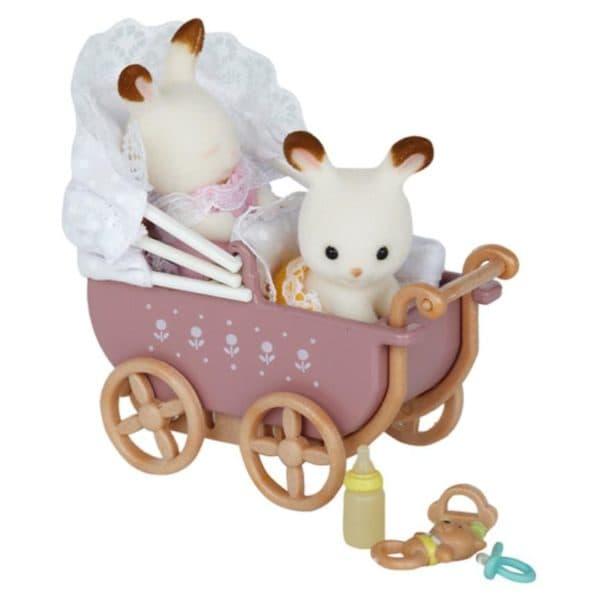 Маленькая игрушечная коляска