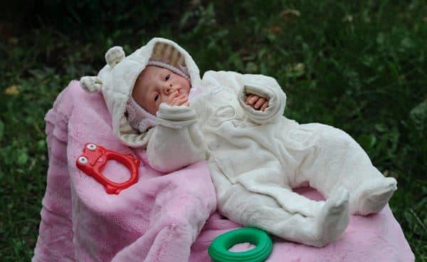 Младенец игрушка как живой