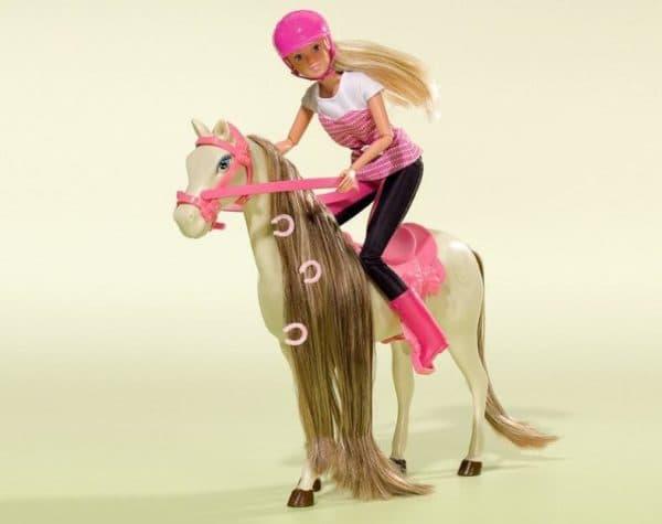 Барби с игрушкой лошадью