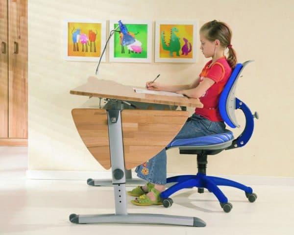 правильное положение ребенка за письменным столом