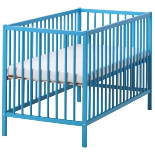 синяя кроватка ИКЕА для новорожденного
