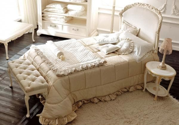 бежевое покрывало на кроватку