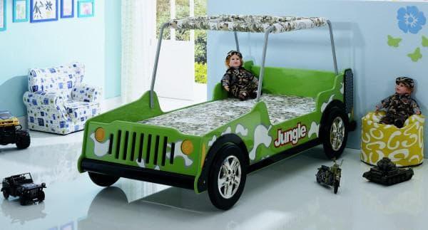 Кровать для мальчика в виде джипа