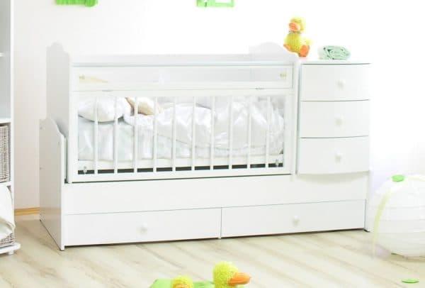 Белая кровать с комодом для малыша