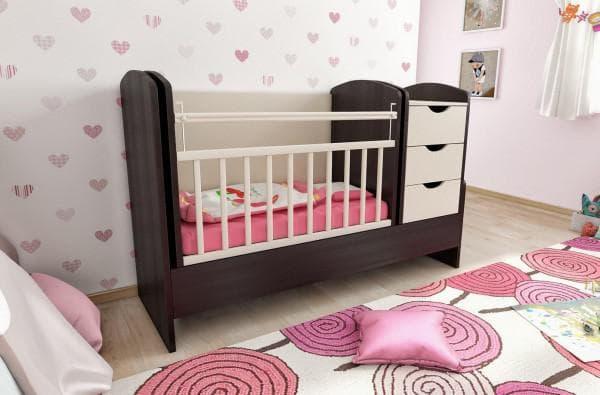 Кроватка в детскую с пленальным столиком и комодом
