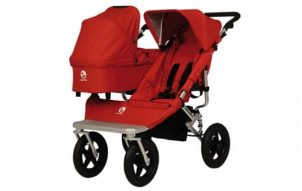 Красная коляска для двойни