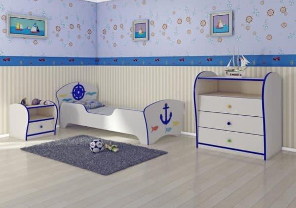 Кроватка с бортиками для мальчика