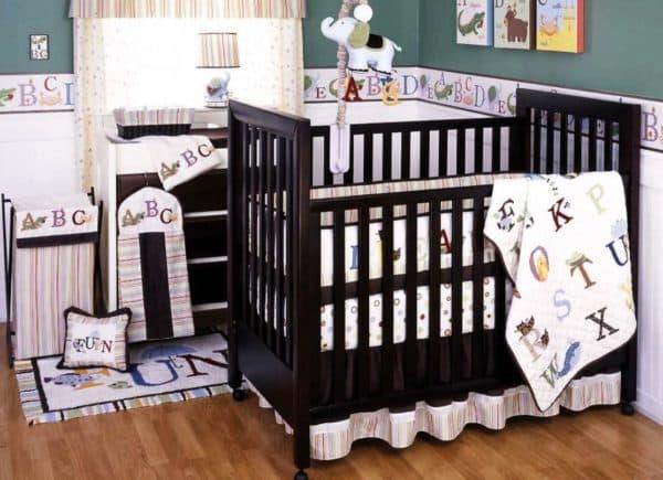 Кроватка из массива дерева для малыша