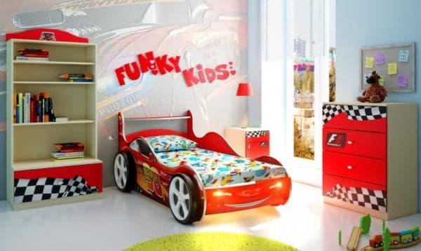 Кроватка машинка с бортиками для мальчика
