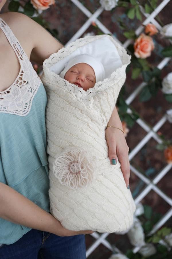 Вязанное одеяло для малыша на выписку