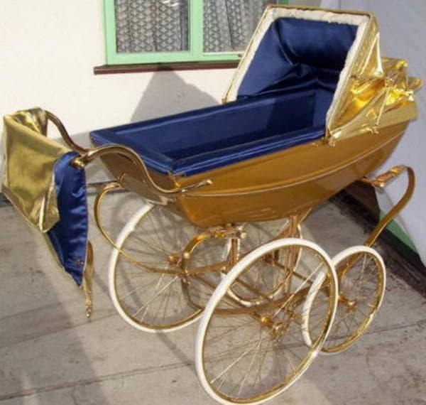 Золотая коляска для новорожденного