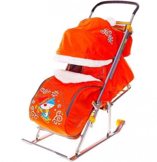 Яркая коляска сани для ребенка на зиму