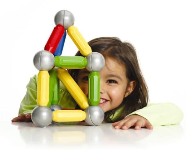Магнитные конструкторы с шариками и палочками для маленьких детей