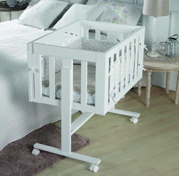 Красивая кровать для новорожденного