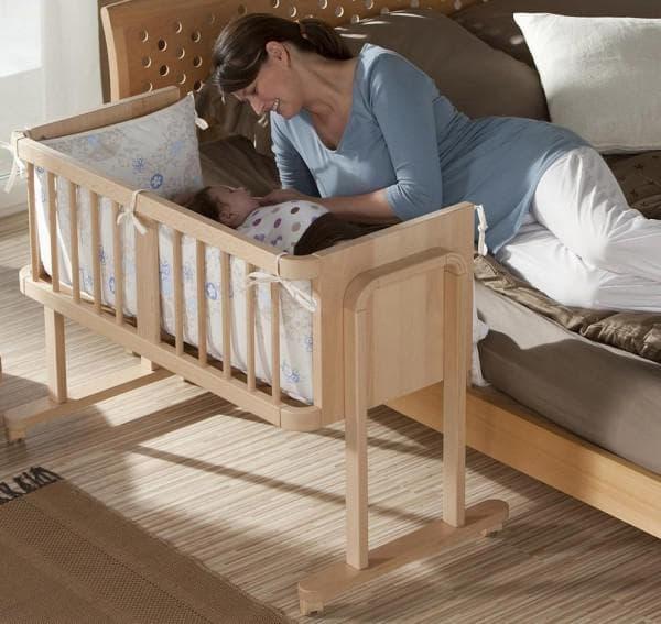 Приставная кровать для грудничка из массива дерева