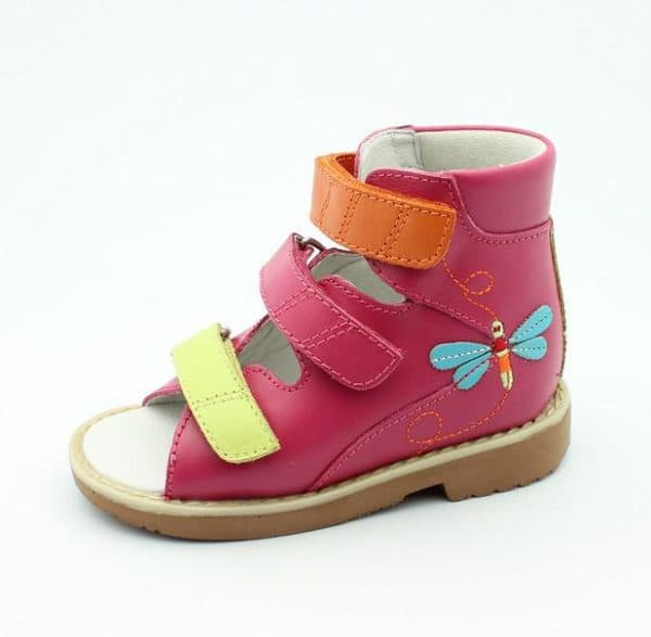 Модная ортопедическая обувь на лето для ребенка
