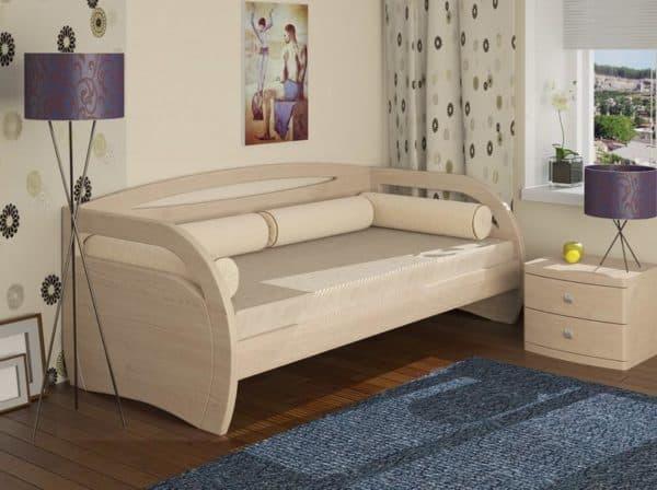 Классическая кроватка в детскую комнату с выдвижными ящиками