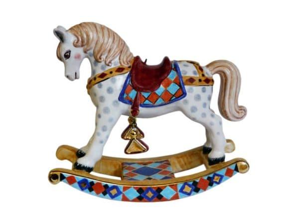 Красивая лошадка для ребенка