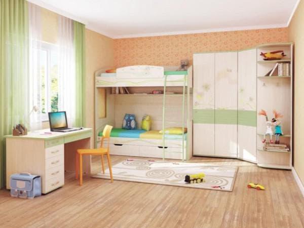 Красивая кровать с ящиками в детскую