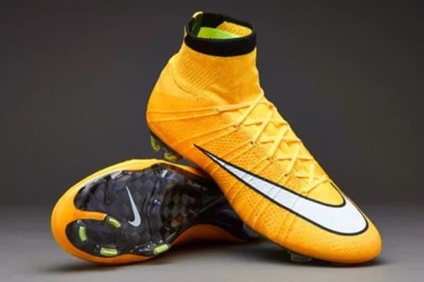 Футбольные детские бутсы Nike